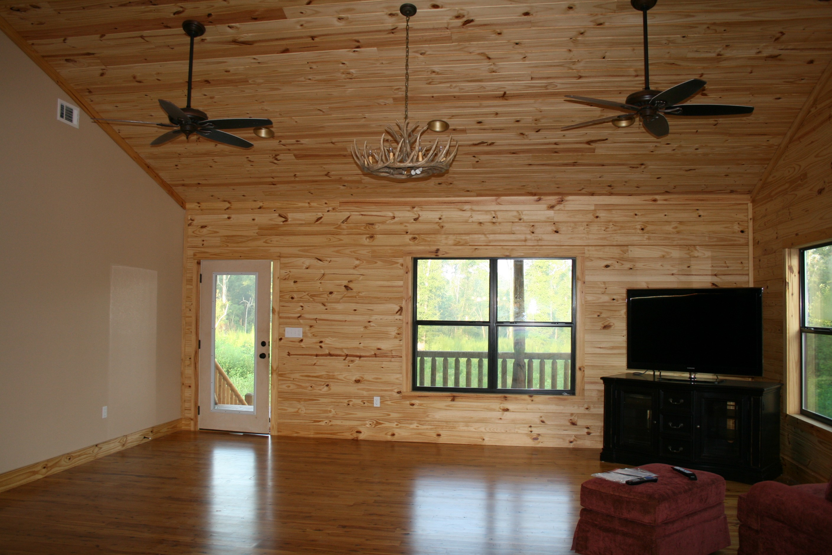 Flooring flint river log homes for Home flooring